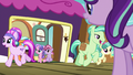 Crystal Ponies getting off the train S7E24.png