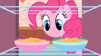Pinkie Pie getting snacks S2E13