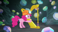 Pinkie Pie pointing at Rarity and Spike S7E4