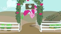 Pinkie Pie pulando T4E03