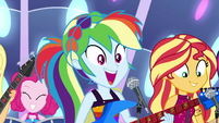 Rainbow Dash feeling the crowd's energy EGSB