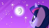 S01E01 Twilight obserwuje księżyc