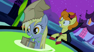 S02E04 Derpy w kadzi z jabłkami