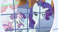 Sweetie Belle stuffing her face with cake S6E15