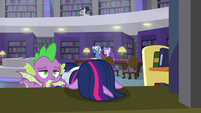 Twilight's head on librarian's desk S9E5