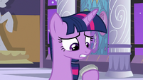 Twilight still holding the amulet S9E17
