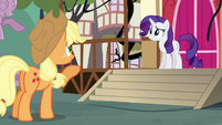 Applejack asks for Rarity's help S4E01