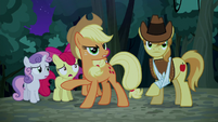 Applejack cuts the CMC off S5E6