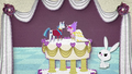 Dolls of Shining Armor and Cadance on a cake BFHHS1.png