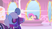 Photo Finish taking a photo of Fluttershy S01E20