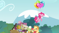 Pinkie Pie floating on air S4E09