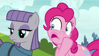 "Pinkie whispers to Maud ""offer to help"" S7E4"