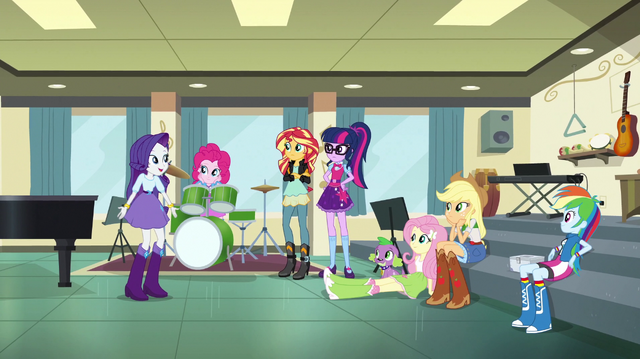 File:Rarity explains her idea to her friends EGS1.png