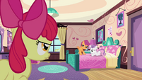 Scootaloo puts hooves on bed S3E4