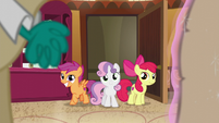 The CMC enters the room S6E4