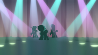 Feather and backup dancers' silhouettes on stage S7E8
