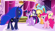 Luna looking ashamed at the Mane Six S5E13