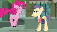 Pinkie Pie thanking the Pouch Pony S6E3
