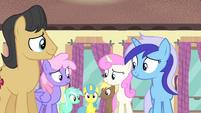 Ponies nodding in agreement S4E19