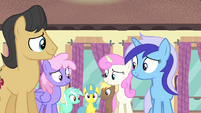 Ponies nodding in agreement S4E19