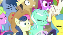 Ponies startled by Twilight's loud voice S7E14