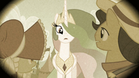 Princess Celestia looking at Granny Smith and her dad S2E12