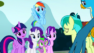 Rainbow Dash's right hind leg detached from her body S8E2