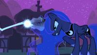 S02E04 Luna rzuca zaklęcie na pająki
