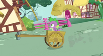 Spike getting closer to the rope S3E09