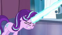 Starlight Glimmer shoots her magic beam S6E2