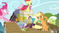 The Apple family in the wind S4E09
