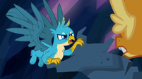 Gallus pulling on Smolder's tree statue S9E3