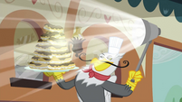 Gustave shining his eclairs S2E24