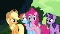 Pinkie Pie hugging Rainbow Dash S4E04