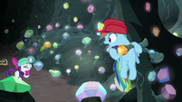 Rainbow Dash calls out to Rarity for help S8E17