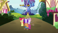 Scootaloo cuts in front of the Crusaders S6E19