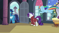 Soarin, Rarity, and Rainbow leaving S5E15