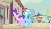 Starlight Glimmer startles Rainbow Dash S5E1