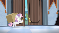 Sweetie Belle opening up door S4E19