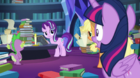 Twilight shocked that Starlight can read Star Swirl's writing S7E25