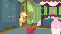 Applejack at the door S4E17