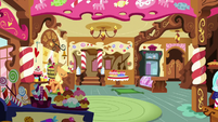 Applejack enters Sugarcube Corner S7E23