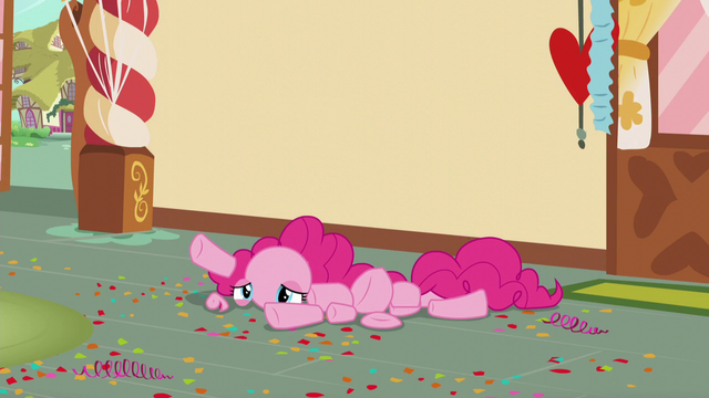 File:Pinkie in pieces on the floor S5E19.png