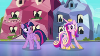 Twilight and Cadance do a little shake S6E16
