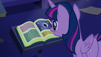 Twilight and the book -Predictions and Prophecies- S5E12