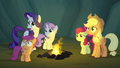 AJ, Rarity, and CMC disturbed by Rainbow's swelled face S7E16.png
