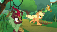 Applejack returns to the Kirin village S8E23