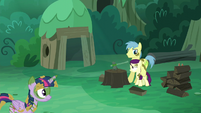 Goldengrape holds Boysenberry as Twilight enters S5E26