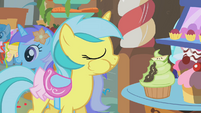 Lemony Gem takes a bite out of a cupcake S1E12