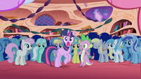 Los ponis en la nueva casa de Twilight S1E1